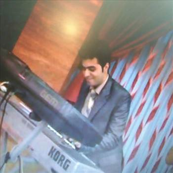 ترجمهنوازنده ی کیبوردKeyboard player